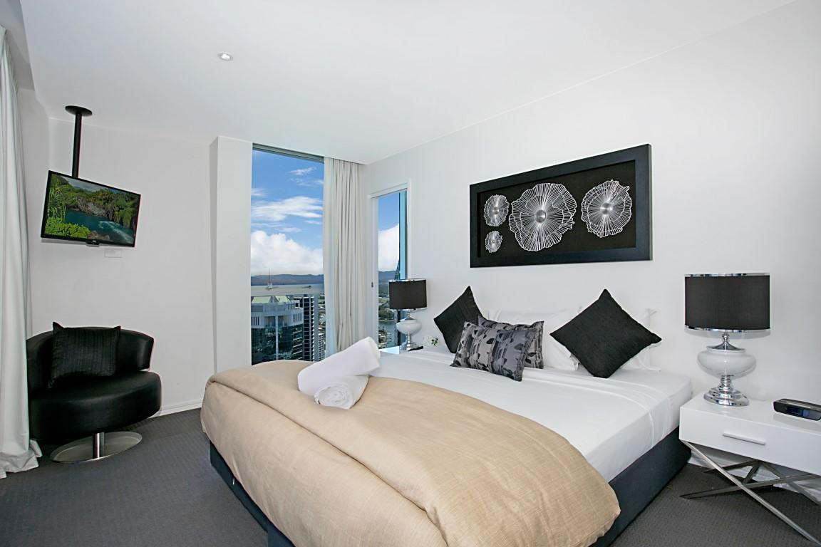 Number 1 H Luxury Residence - Netflix, WiFi + More - Surfers Gold Coast